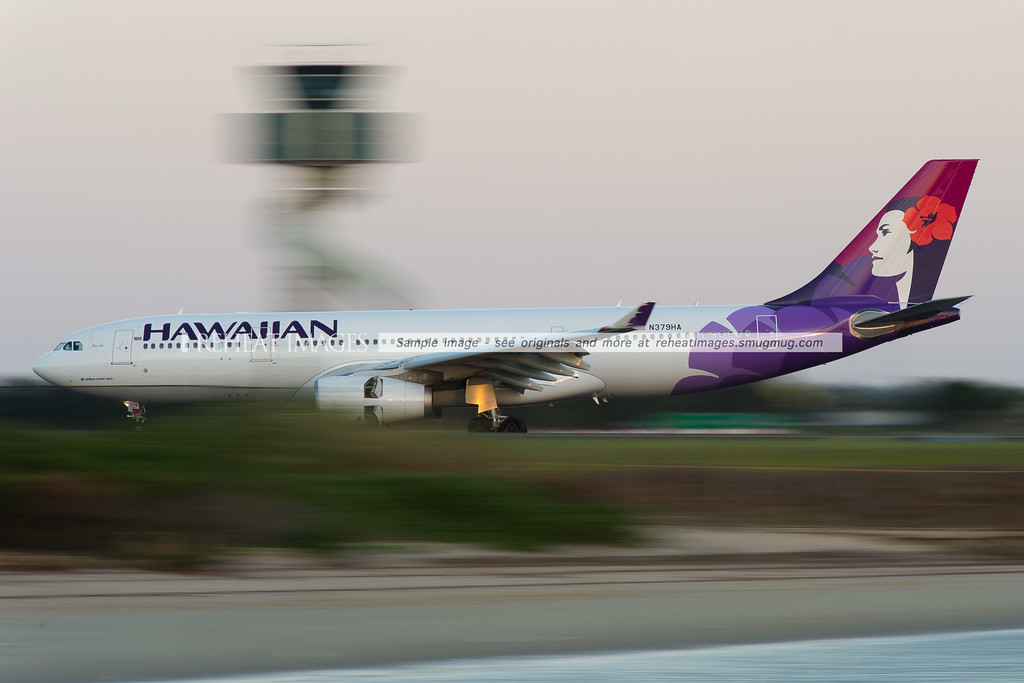 Hawaiian Airbus A330 lands at Sydney Airport