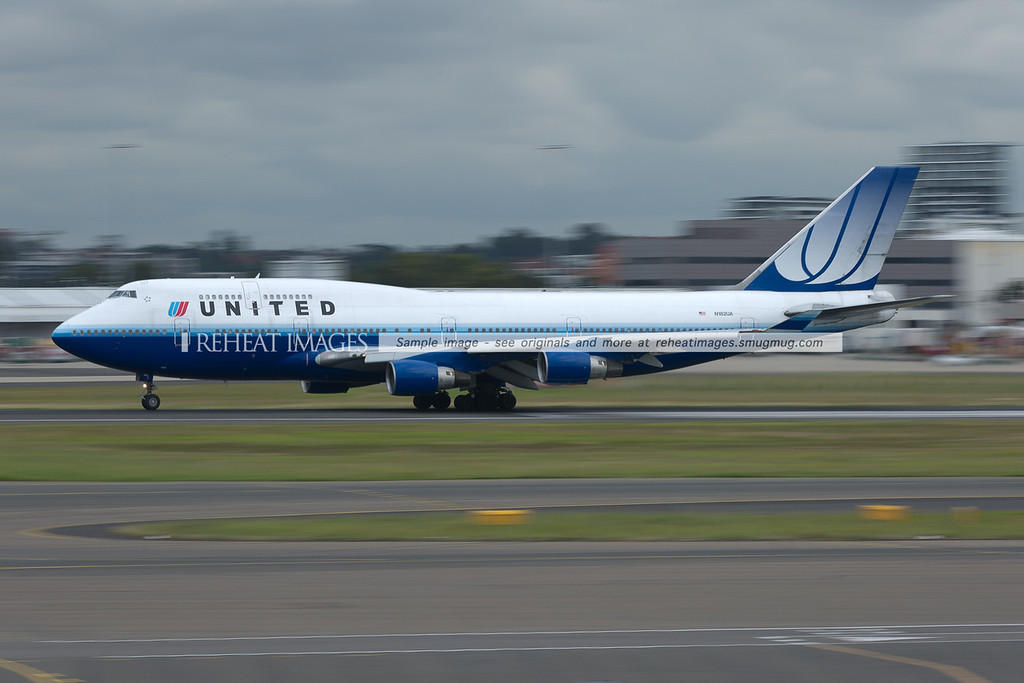 A United Airlines Boeing 747-422 leaves Sydney, headed for Melbourne.