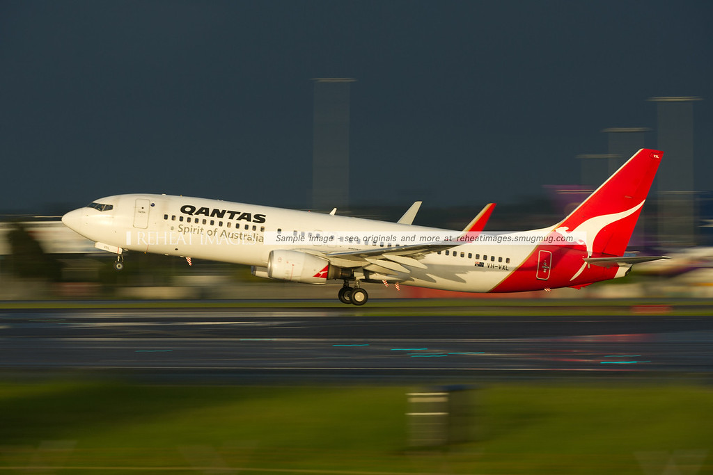 A Qantas Boeing 737-838 takes off from Sydney airport.