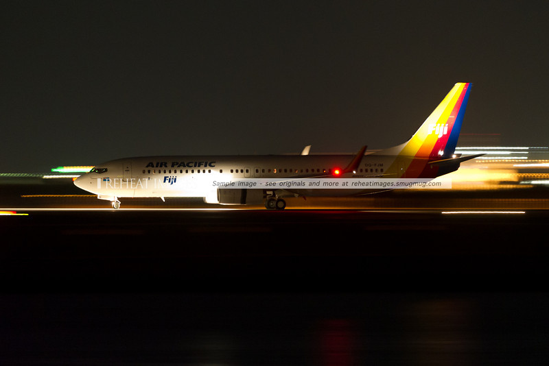Air Pacific B737-800 arrives in Sydney at night.