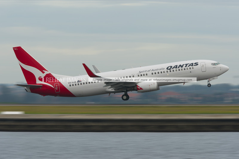 A Qantas B737-838 takes off from Sydney airport.