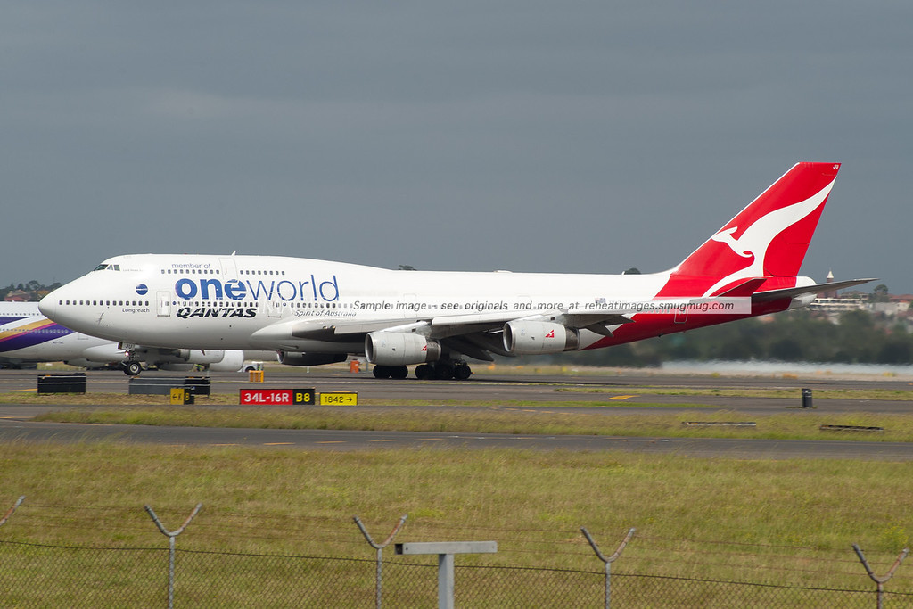Qantas Boeing 747-438 departs Sydney airport. VH-OJU carries the OneWorld alliance titles.
