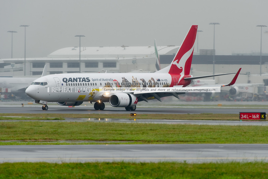 This Qantas B737-838 wears a special promotional colour scheme for the Qantas Frequent Flyer and Optus partnership.