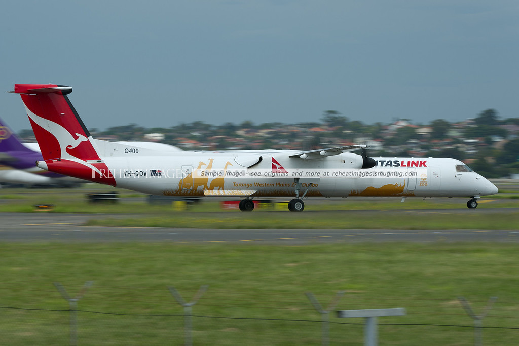 A QantasLink Bombardier Dash-8 Q400 arrives in Sydney. It is carrying a special colour scheme for Taronga Western Plains Zoo.