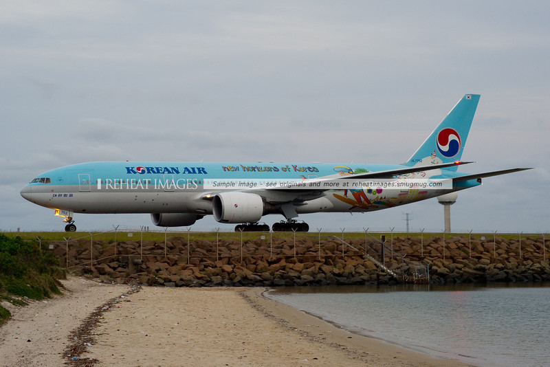 "Korean Air Boeing 777 arrives in Sydney wearing ""New Horizons of Korea"" colours."