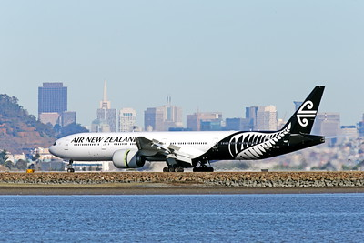B777P 00465 A semi-rare color scheme Boeing 777 Air New Zealand rolls out after landig at SFO 12-2014 airliner picture by Peter J Mancus