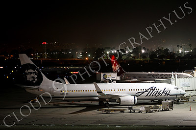 B737 00517 An Alaska Boeing 737, N553AS, at a gate at LAX at night, by Peter J Mancus