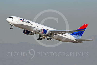 B767 00190 Boeing 767 Delta Airline N137DL by Tim Wagenknecht