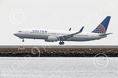 Boeing 737 00225 A United Airline Boeing 737 N34222 about to land at SFO 12-2014 airliner picture by Peter J Mancus