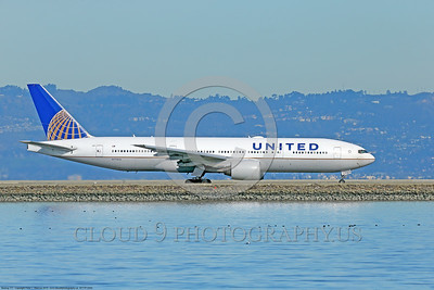 B777P 00505 A Boeing 777 United Airline N772UA taxis at SFO 12-2014 airliner picture by Peter J Mancus D