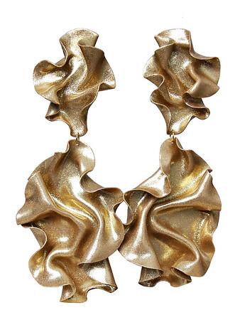 Clara Fina www.clarafina.se Örhängen i polymerlera och är handgjorda Metalldelar i nickelfritt stål. Ca längd: 16 cm 1099 kr