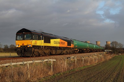 66847 hauls the 6S96 Sinfin to Grangemouth tanks at Willington running about 100 minutes late on the 31st January 2013