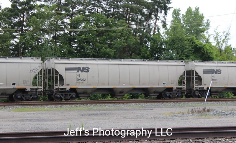 Norfolk Southern 3-Bay Trinity 5161 cu. ft. Class HC117 Covered Hopper No. 297222