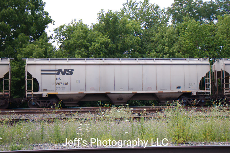 Norfolk Southern 3-Bay Trinity 5161 cu. ft. Class HC117 Covered Hopper No. 297145