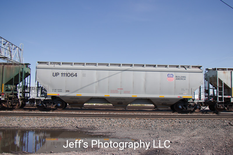 Union Pacific 3-Bay 5200 cu. ft. Covered Hopper No. 111064