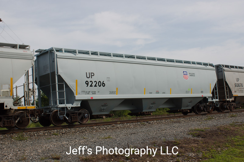 Union Pacific 3-Bay Greenbrier 5188 cu. ft. Covered Hopper No. 92206