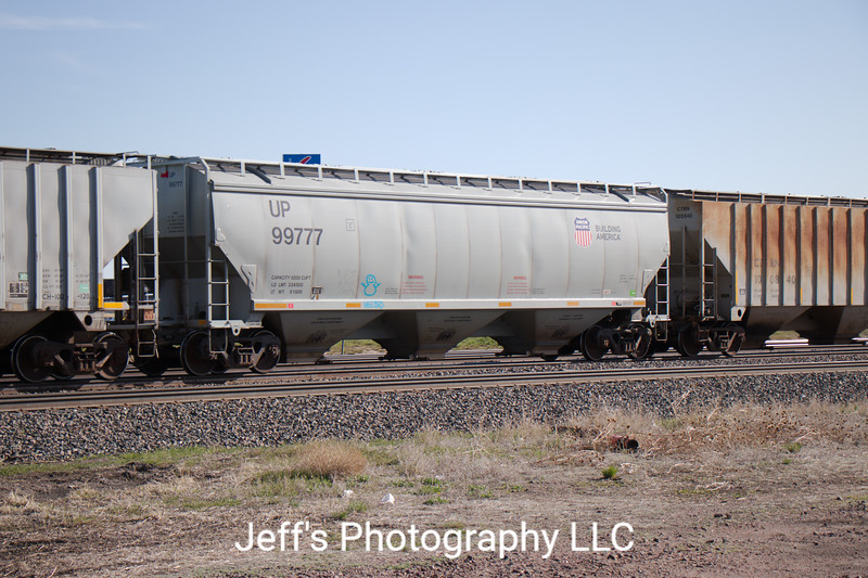 Union Pacific 3-Bay 5200 cu. ft. Covered Hopper No. 99777