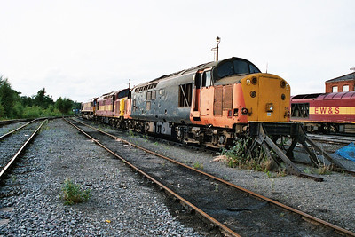 Withdrawn 37516 & 37712 in Doncaster Carr Yard.
