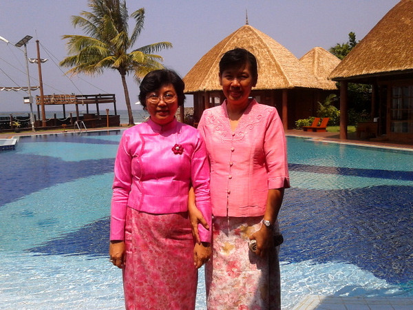 moe mya mya & ohnmar khaing, ngwe saung, myanmar March 2013<br /> photo credit: mmm