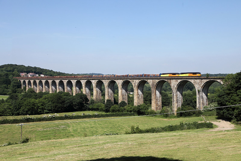 56105 & 56087 on Cefn Viaduct