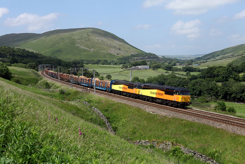 56105 & 56087 in the Lune Gorge
