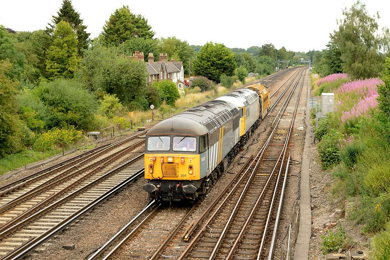 28 july 2014 :: 56301 (56045) and 56311 (56057) work the Railvac as 6Z56 from Chaddesden to Totton and is seen at Worting