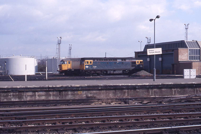 23 February 1988 :: Another view of 56041 and 33049 at Bristol Bath Road