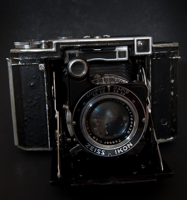 The Super Ikonta B (530/16) was made by Zeiss Ikon in Germany from 1935-1937. <br /> <br /> I picked this one up at the local flea market for a grand total of $15.  As you can see the exterior is pretty beat up, but mechanically it works fine. Thankfully the Super Ikontas doesn't take an obsolete and hard to find film size, this model takes 11 6x6 exposures on regular 120 roll film.