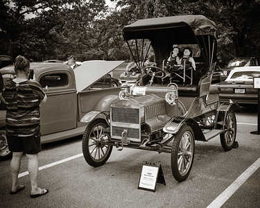 1906 Maxwell Touring Car in Black and White 203.2137
