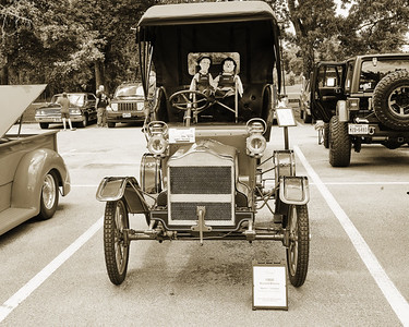 1906 Maxwell Touring Car in Black and White 201.2137