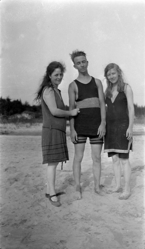 #8 young Rowland Stebbins with 2 women on beach