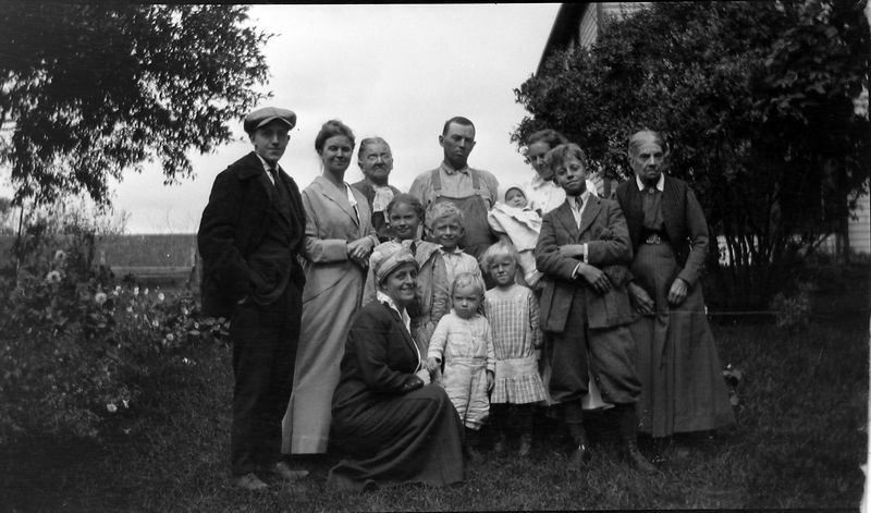 58a Anna Bergoyne & Rowland & Marie Stebbins & Bergoyne Family Farm 30June1920