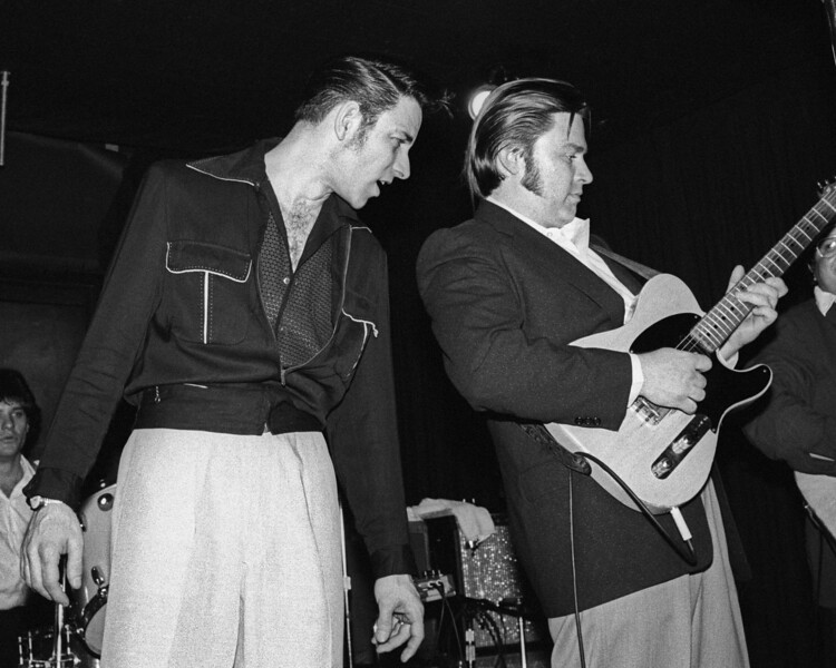 Robert Gordon and Danny Gatton performing live at the Berkeley Square in 1981.