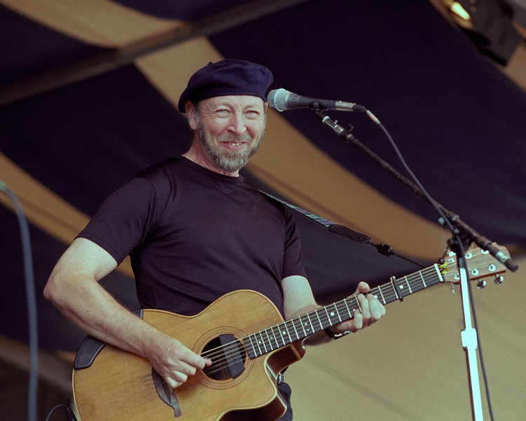 Richard Thompson performs at the New Orleans Jazz & Heritage Festival on April 27, 2001.