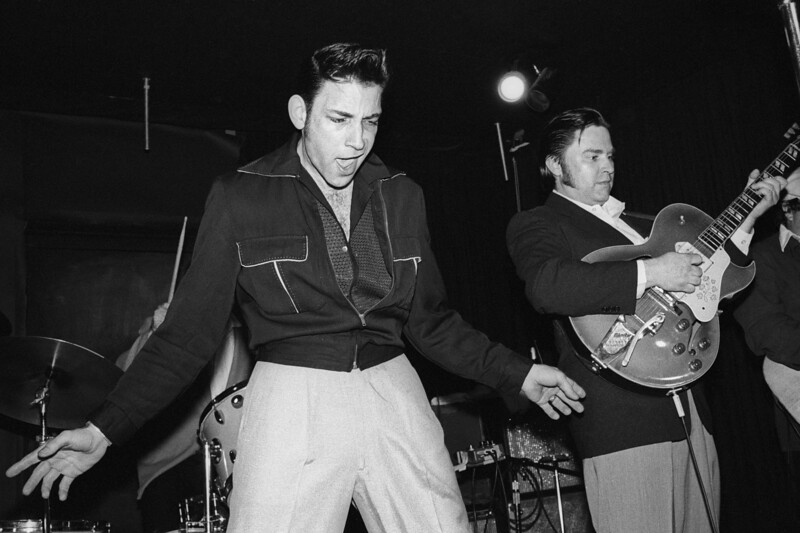 Robert Gordon & Danny Gatton performing live at the Berkeley Square in 1981.