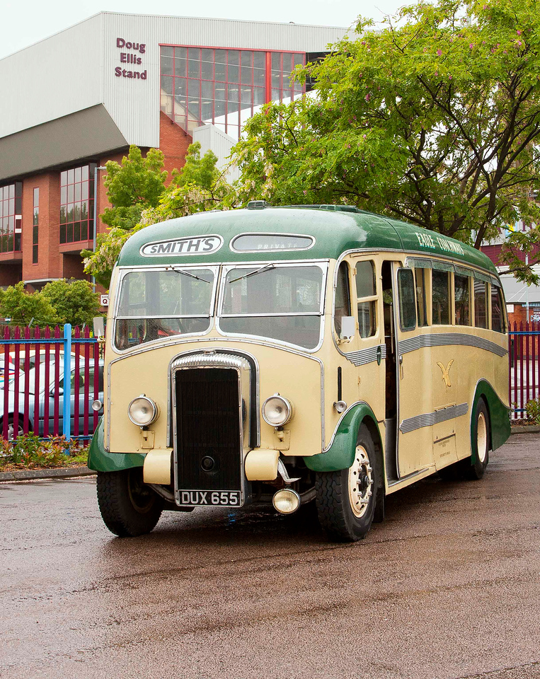 DUX 655 Smith's Eagle Coachways <br /> 1948 Daimler CVD6 re-bodied in 1950 by Metalcraft.