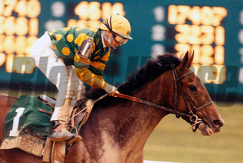 Summer Squall wins the 1990 Jim Beam.<br /> Photo by: Skip Dickstein