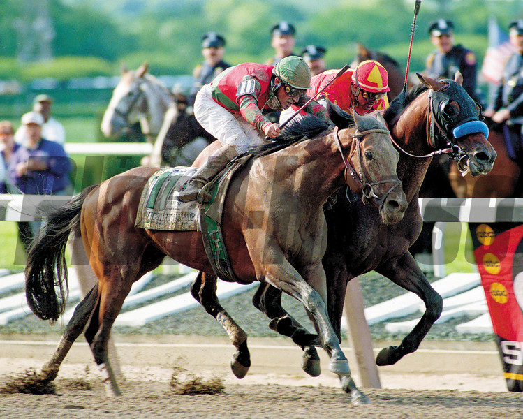 Victory Gallop (outside) nips Real Quiet in the Belmont to end his bid for the Triple Crown