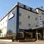 JustFacades.com Porcelnosa South Ruislip Days Hotel 1.jpg
