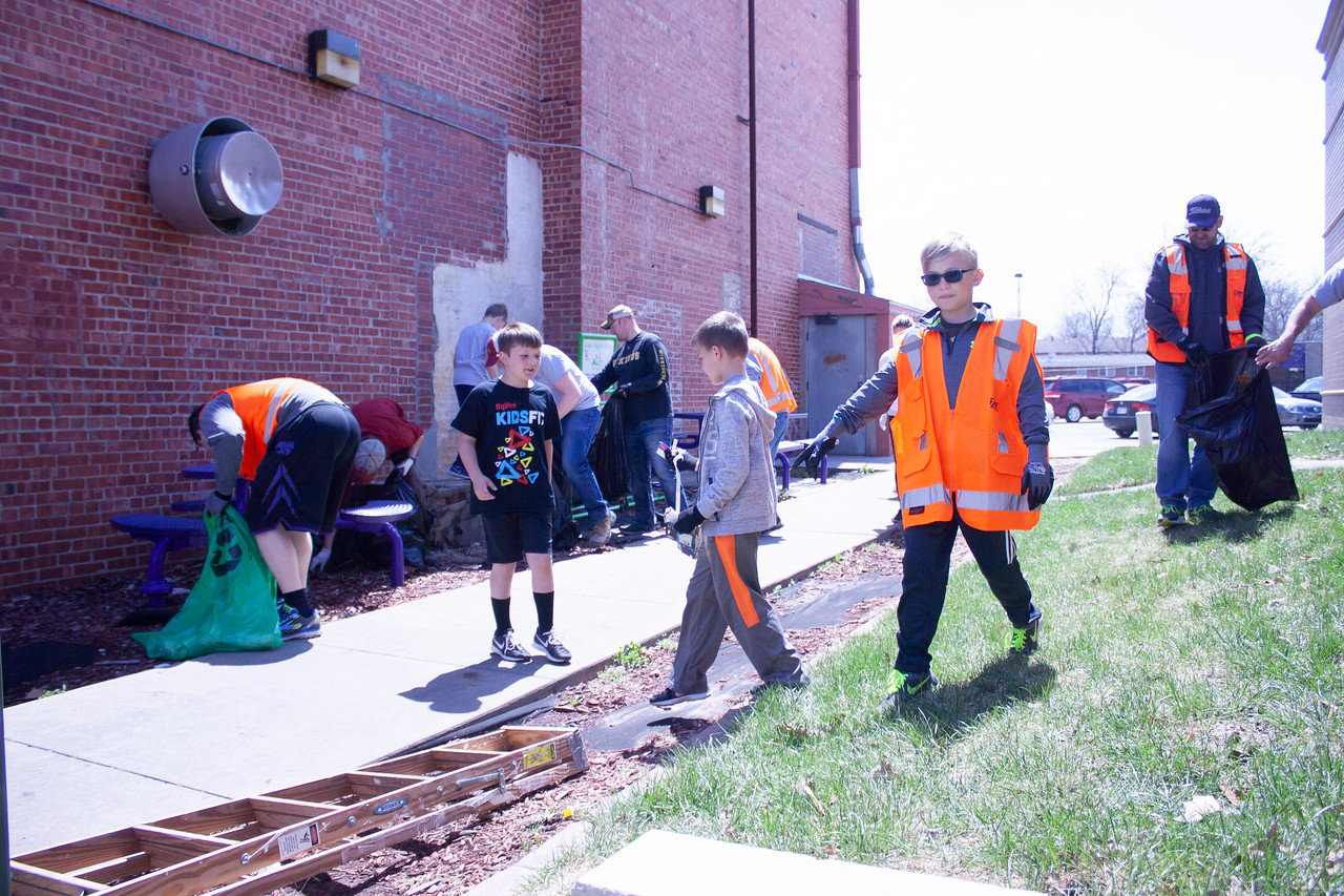 Volunteers help rid the city of litter as part of Clean Up MHK on Sunday, April 22, 2018, near Aggieville. The event was part of Green Week, presented by Students for Environmental Action, K-State's Office of Sustainability and Housing & Dining Services. (Tiffany Roney | Collegian Media Group)
