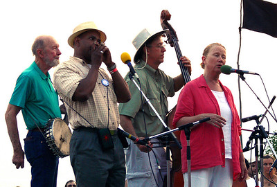 Pete Seeger, Guy Davis, Mark Murphy and Holly Near.