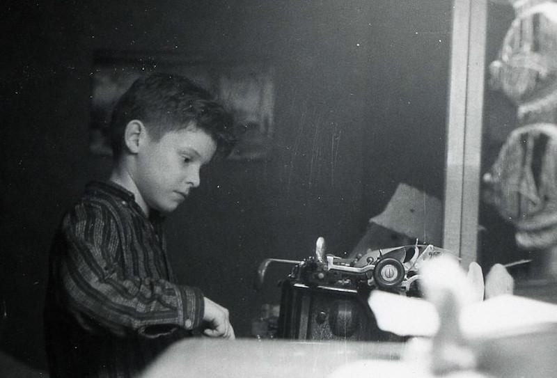 PD at typewriter002.jpg