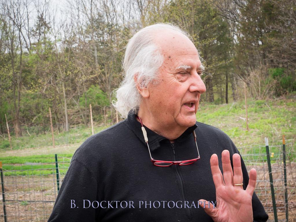 1405_Larry Ulfik at farm_030