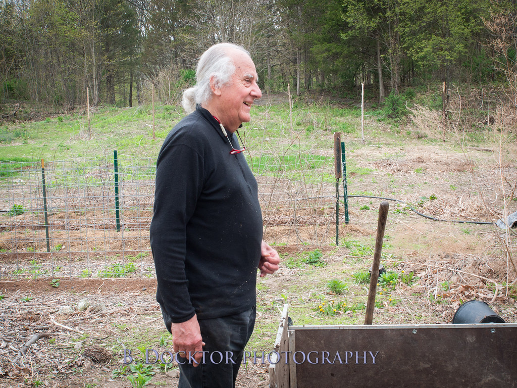1405_Larry Ulfik at farm_027