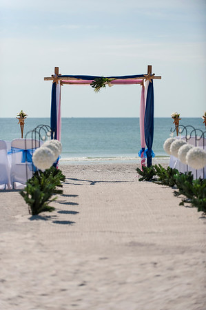 TIffani_and_Bobby_a_Pass-a-Grille_Beach_Wedding_01