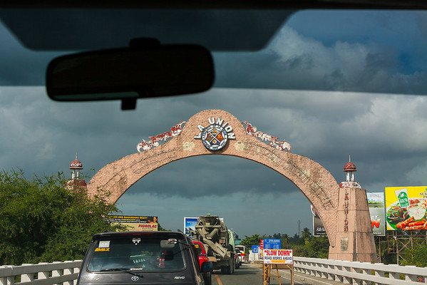 La Union gate, on the way to Baguio