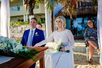 Intimate destination wedding in Cancun