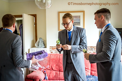 M&R-Wedding-GroomGettingReady-23