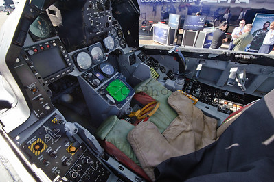 Cockpit of an F-16 of the Thunderbirds squadron