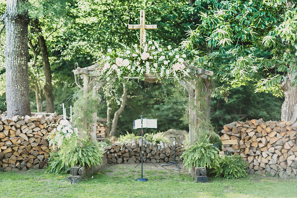 Floral Display, Hartford TN Wedding by Everbright Photography